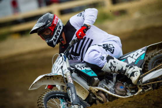 UNYK MX Motocross Gear Brand Klamotten Marke Deutschland Weiß White Style Red Gloves riding buddys ride crew style