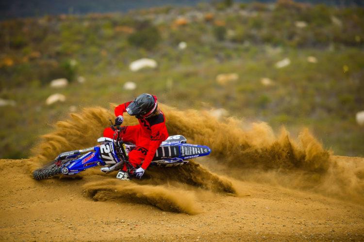 UNYK MX Motocross Gear Brand Klamotten Marke Deutschland Weiß White Style Red Gloves turn sand burm blasting kurve